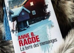 La terre des mensonges d'Anne B. Ragde (éditions poche 10/18)