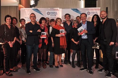 Remise du prix Landerneau avec le jury de lecteurs (copyright Lucile Pellerin)