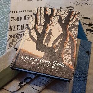 Anne de Green Gables de Lucy Maud Montgomery (éditions Monsieur Toussaint Louverture)