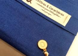 Lettres & Caractères est aujourd'hui aussi une boutique et un fabricant de pochettes de livres
